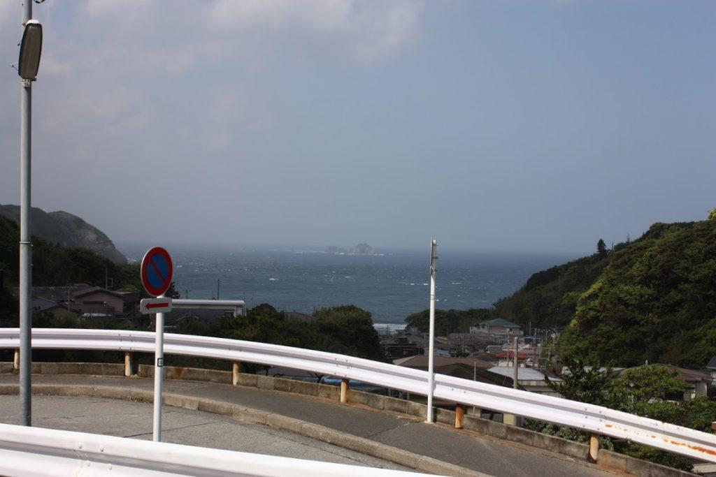 宿の近くから港を臨む