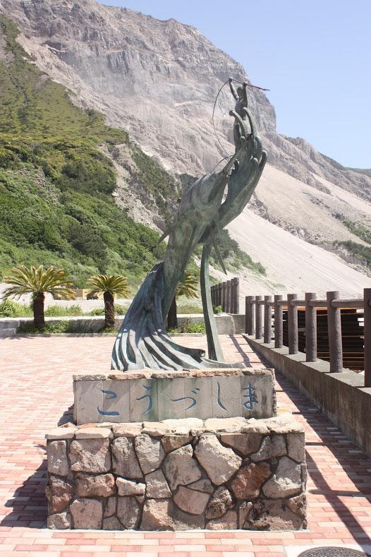 カジキマグロの像