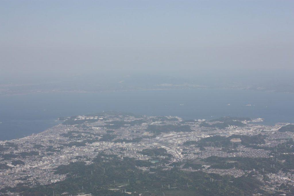 横須賀、奥に房総半島