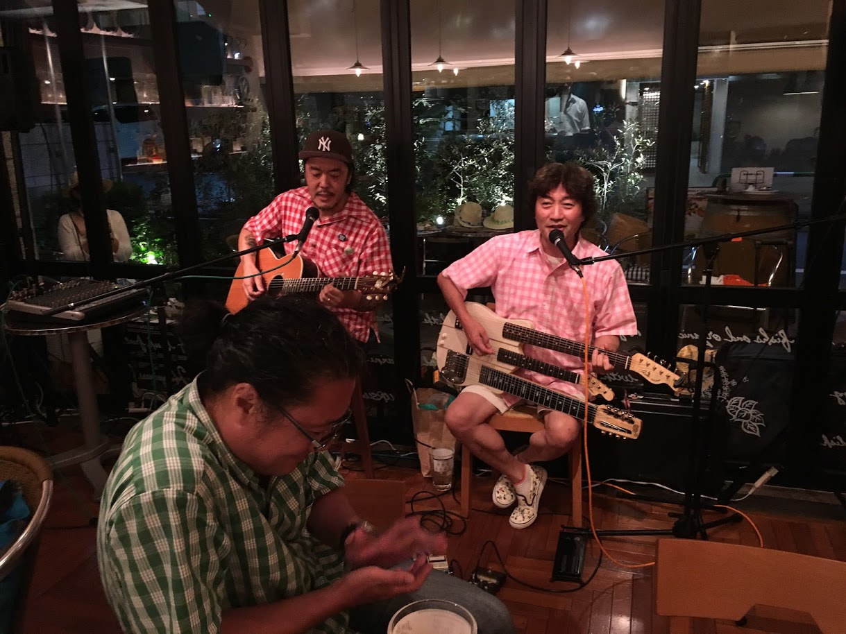 カモク高橋さんとアラニさんの演奏
